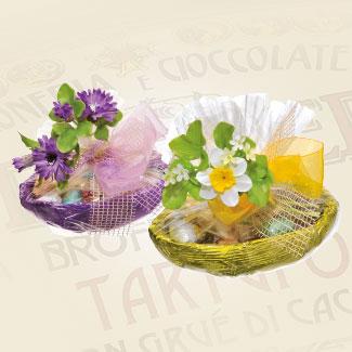 Mezze uova ripiene di cioccolatini e ovetti